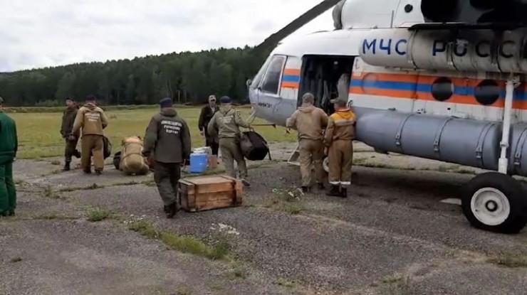 В ходе поисковой операции самолеты Ан-2 и Ан-26, два вертолета Ми-8 и частный Robinson R66 сделали уже более 60 вылетов, обследовав с воздуха 20 тысяч квадратных километров. Пока безрезультатно.