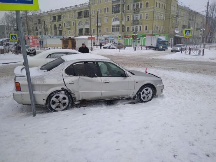 Утром после снегопада в Иркутске было зафиксировано большое количество ДТП. Особенно много их было в районах со сложным ландшафтом, например в Березовом.