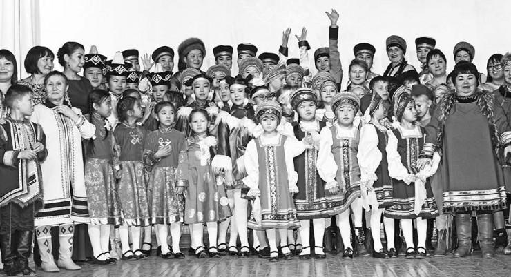 В рамках конкурсной программы были показаны театрализованные представления, в которые органично вплетены сказания, легенды, танцы северных народов