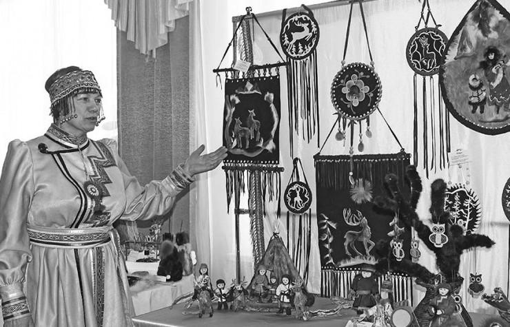 В фойе проходила выставка-ярмарка традиционных изделий народных художественных промыслов  и декоративно-прикладного искусства «Северный сувенир» с демонстрацией мастер-классов. Завершился фестиваль концертом «Ольхон — территория дружбы»