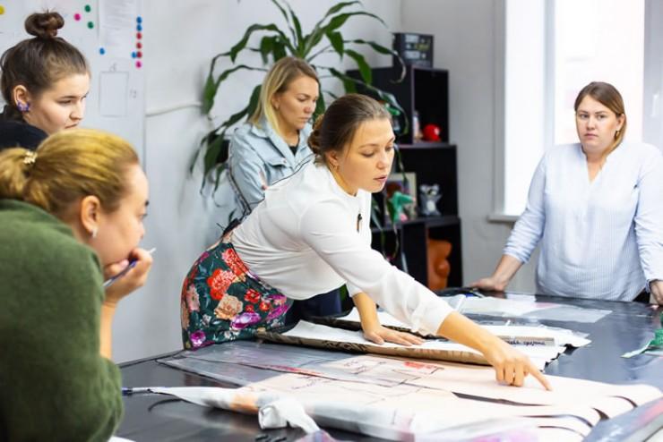 Творческий коворкинг (от английского co-working) — это совершенно новый тип пространства для совместной работы