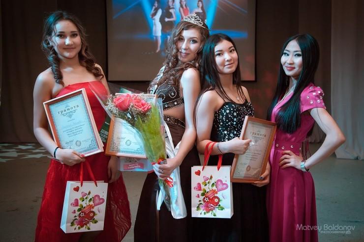 Участницам конкурса пришлось готовиться в сжатые сроки. Победительницей стала Надежда Башкирцева (на фото вторая слева).