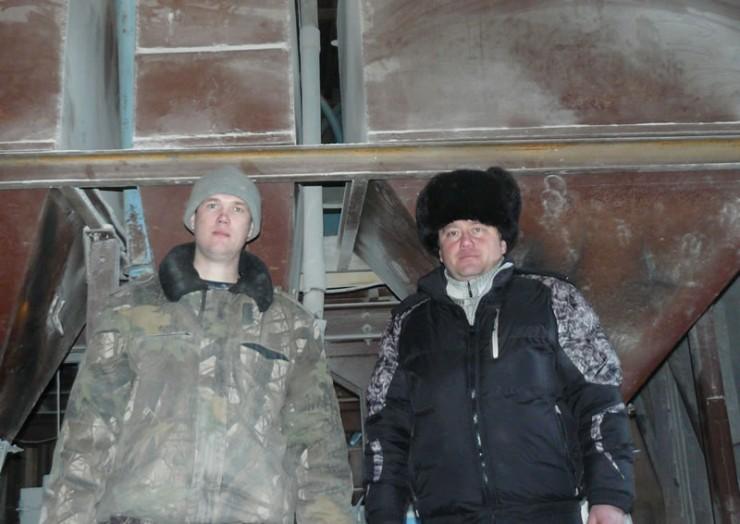 Андрей Быргазов (справа) и Дмитрий Васильченко на мельнице