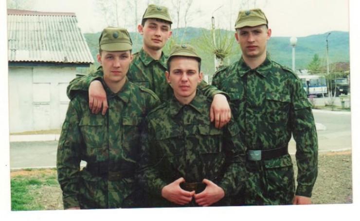 Служба в армии. «Из моего поколения в армию пошли немногие. И, думаю, мне тоже можно было найти какие-то причины, чтобы не идти. Но я принял другое решение. Служил в ракетно-артиллерийских войсках в Казачинско-Ленском районе».