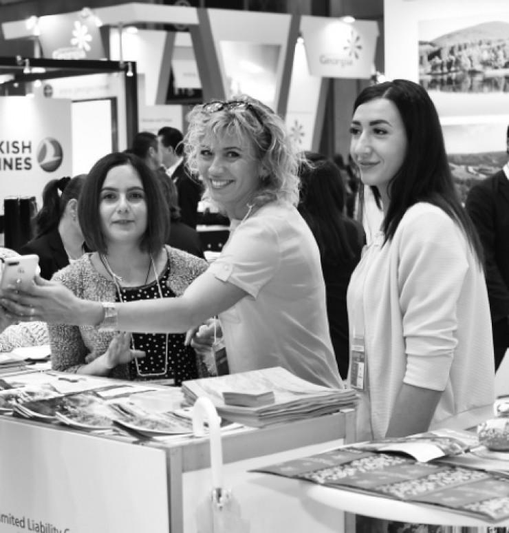 Улыбка как слагаемое успешной работы... Наталья Давыдова, глава фонда «Центр поддержки субъектов малого и среднего предпринимательства в Иркутской области» (на фото — в центре)