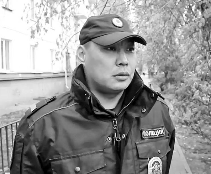 Андрей Боноев, старший сержант иркутской полиции: «Мы с напарником Анатолием Деменковым забежали во двор, увидели там алабая и двух мужчин. Они крикнули, что собака агрессивная и только что покусала женщину. Я решил: применяем табельное оружие. Иначе животное снова напало бы на людей».