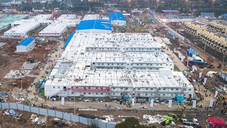 В городе Ухань, наиболее пострадавшем от вспышки коронавируса, за десять дней построили первую больницу для лечения заболевших.