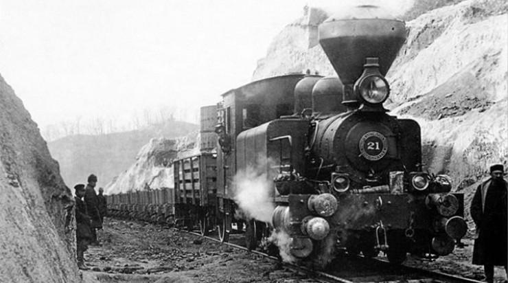 Транссиб, соединенный Кругобайкальской железной дорогой, сильно помог с освоением и заселением малолюдных восточносибирских и забайкальских территорий. До Первой мировой в Сибирь переехало пять миллионов человек. Обрабатываемые земли региона расширились вдвое, а скотоводство подскочило аж в три раза.