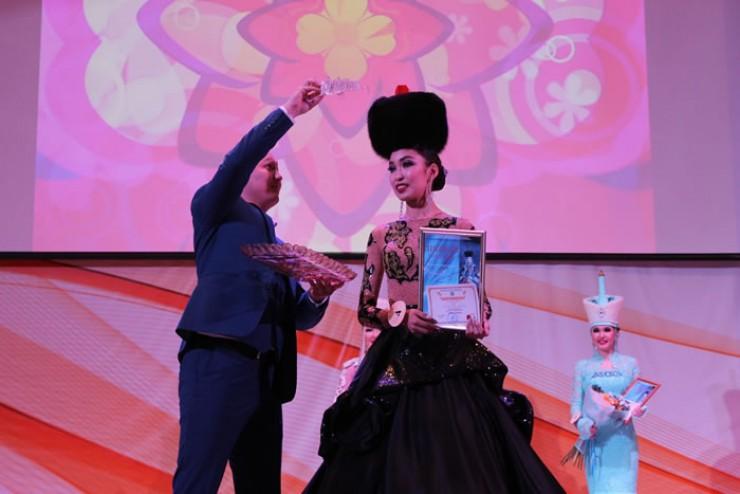 Ариадна Монтосова подтвердила титул первой красавицы. В этом году девушка уже занимала первое место на республиканском конкурсе «Баатар — Дангина»