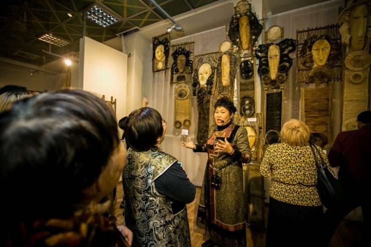Выставки мастеров центра всегда собирают большое число зрителей