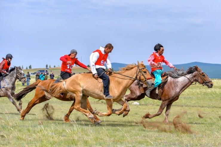 В местности Хоторук состязались более 200 спортсменов