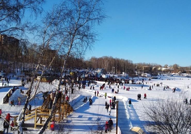 С открытием храма Александра Невского, расположенного поблизости, иордань на заливе Якоби организуют ежегодно. Нынче традиции исполнилось 20 лет.