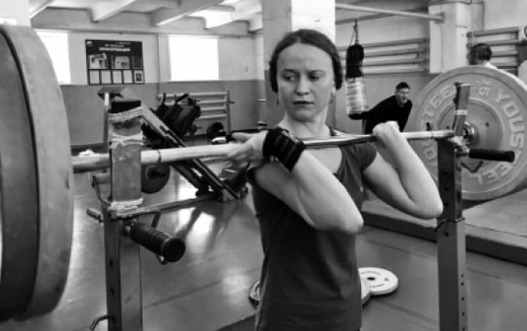 Марина Картопольцева — девушка целеустремленная. Днем она работает, а по ночам пропадает в спортивном зале.
