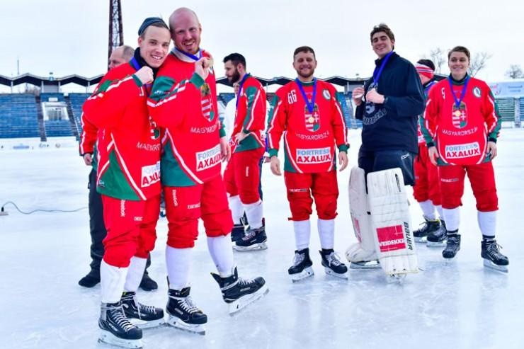 Сборная Венгрии выиграла чемпионат мира в группе Б. Спортсмены покидали стадион в отличном настроении — в следующем чемпионате они будут бороться в высшей лиге А.