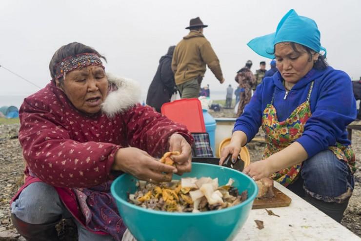 Готовят на Чукотке вкусно, утверждают участники экспедиции. Любое национальное блюдо – объедение.