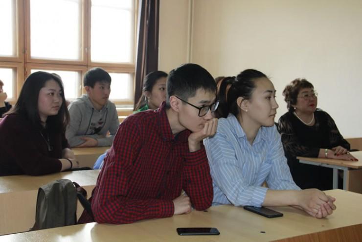 Студенты пришли послушать глав своих МО