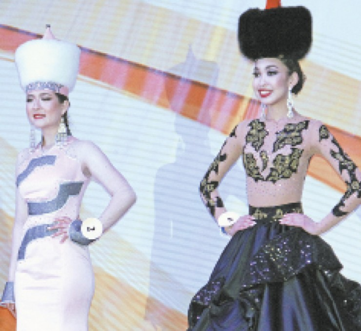 Обладательница Гран-при Ариадна Монтосова (справа) и 1-го места — Софья Попова