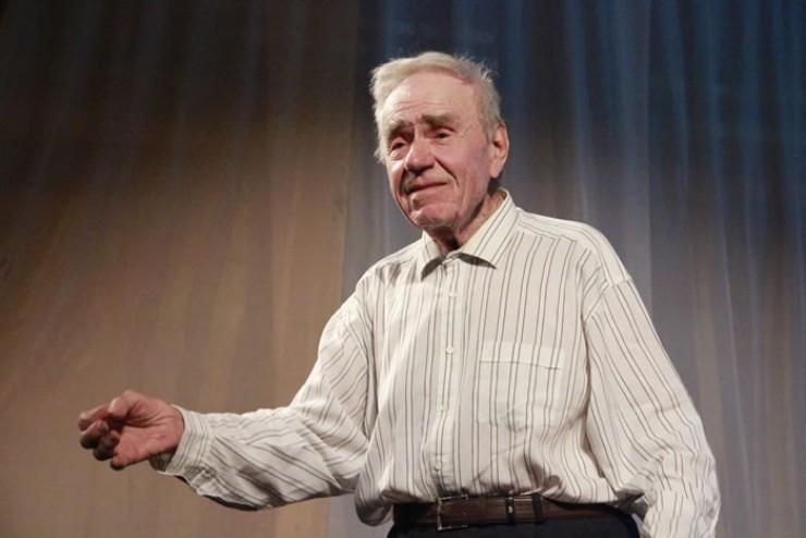 Артём Степанович Бондаренко прочитал стихотворение Е.Евтушенко  «Я — ангел»