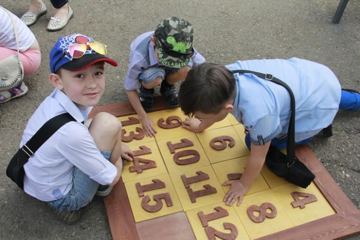 Для детей прошли мастер-классы, игры, конкурсы и уличные представления