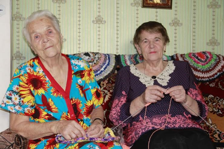 Почти каждый вечер Устинья (Августа) Павловна и Вера Павловна коротают  за рукоделием