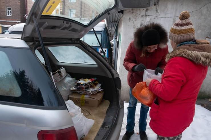 Отсортированный мусор клиенты экотакси копят несколько месяцев,  а затем отправляют в переработку сразу несколько пакетов