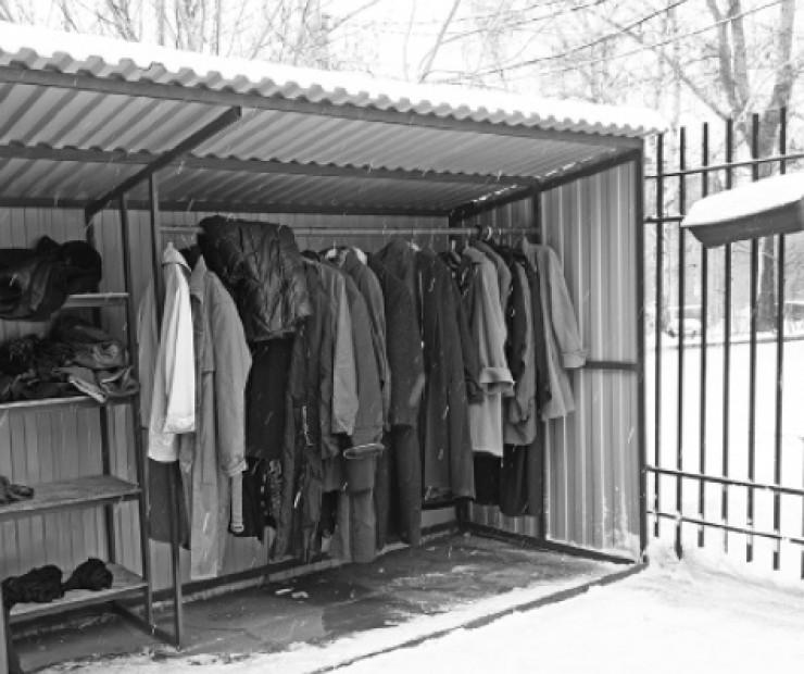 Фонд принимает в дар любые вещи: одежду, книги, бытовую технику, игрушки