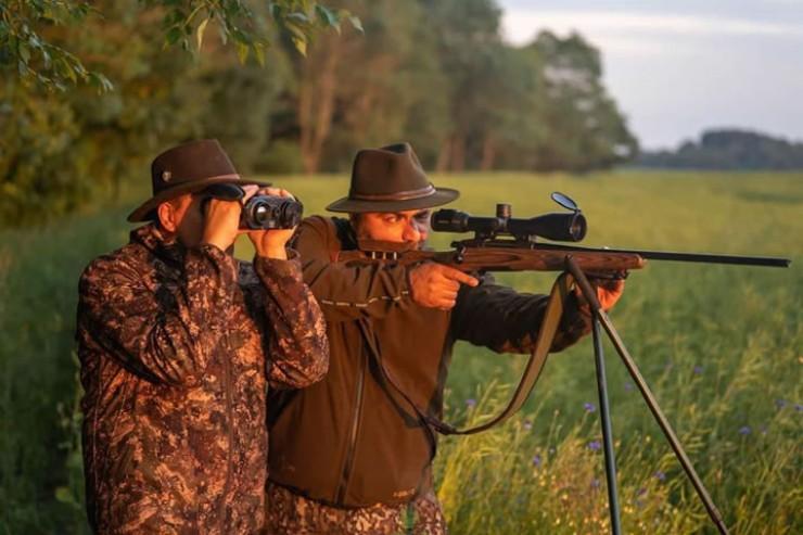Современные охотники используют новейшие технологии: тепловизоры, приборы ночного видения и дроны-беспилотники