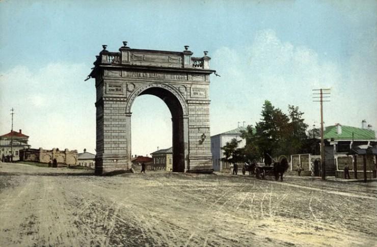 Иркутск, вид на триумфальные Амурские ворота и лютеранское кладбище. 1909 год.
