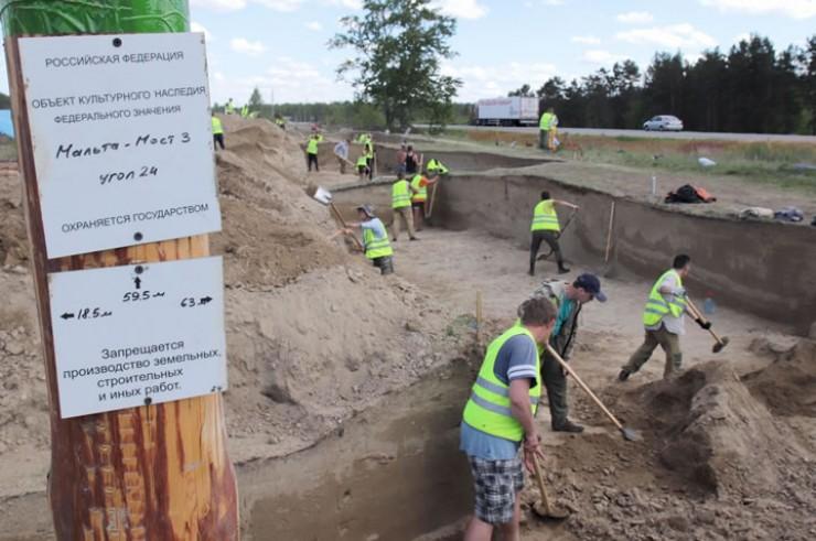 Эти раскопки под Усольем самые масштабные по площади за все время существования археологического подразделения ИГУ — вблизи села Большая Елань исследуется территория в 20 тысяч квадратных метров.
