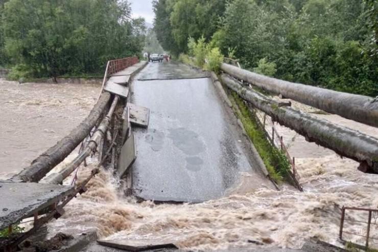 Так выглядит пешеходный мост в селе Олха