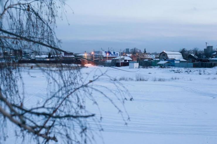 Зимой, когда лед окрепнет, на остров можно перебраться пешком и на машине.