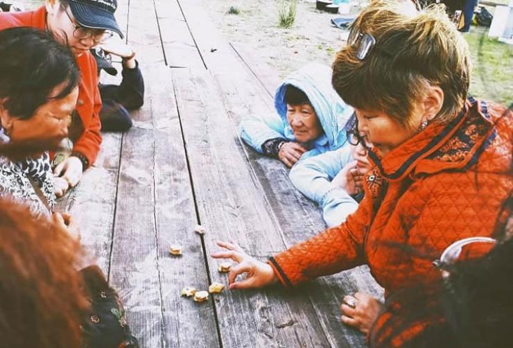 Мастер-класс по игре шагай наадан заинтересовал и взрослых, и детей