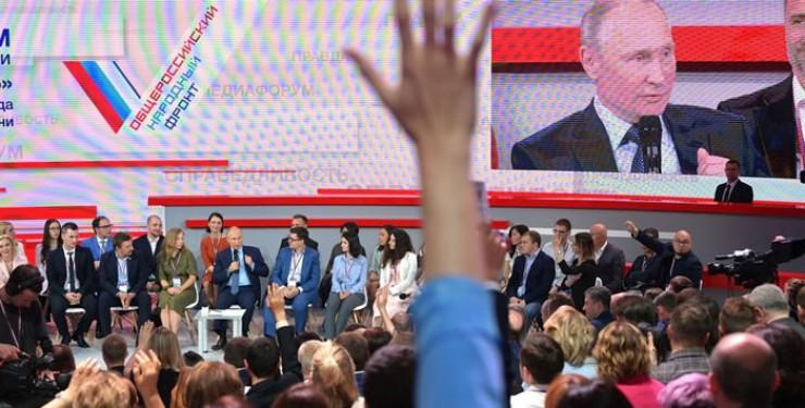 На форум «Правда и справедливость» приезжают журналисты со всей страны. Возможность задать вопросы президенту есть у каждого. На этот раз пообщаться с Владимиром Путиным довелось сразу двум представитилям СМИ из Иркутской области.