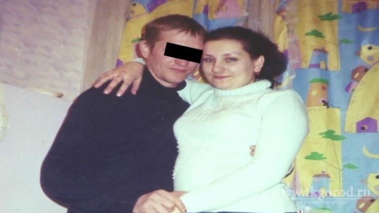 На фото Алексей Комаров и Надежда выглядят счастливыми. Но это счастье длилось считанные месяцы. Под воздействием алкоголя Комаров превращался в домашнего тирана, а потом Надежда узнала жуткие факты из его биографии.