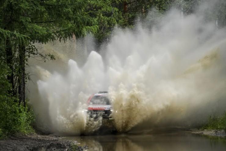 Грязевые ванны первого этапа ралли остужали пыл гонщиков