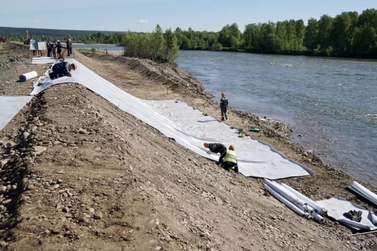 Более 250 участков будут изъяты у граждан под строительство гидротехнических сооружений — защитных дамб в районе прошлогоднего наводнения. Все делается на законных основаниях — проведена оценка земель по рыночной стоимости. Теперь у собственников есть три месяца, чтобы дать свое согласие.