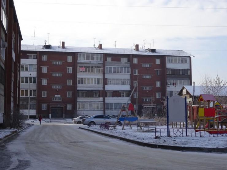 Пятиэтажный дом на улице Розы Люксембург в Иркутске был заселен в 1998 году. За 20 лет здесь сменилась не одна управляющая компания, но только сейчас, по словам местных жителей, возникла реальная неразбериха