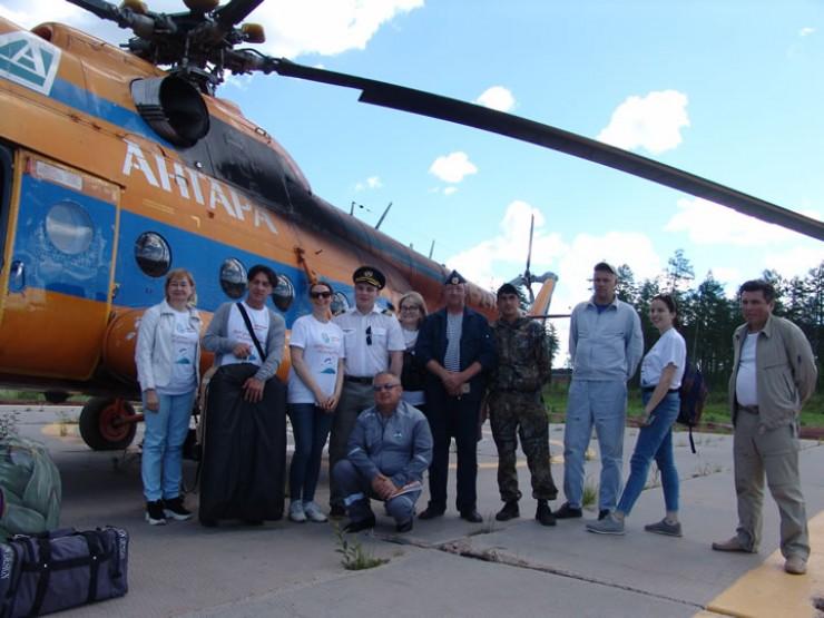 Популярные российские актёры и экипаж вертолёта Ми-8: бригада «Северного десанта» на одном из отрезков таёжного маршрута
