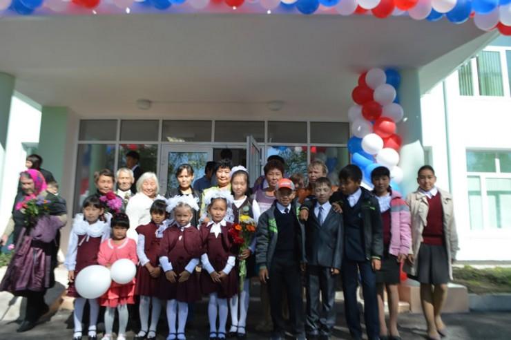 Дети из Ользонов год учились в здании клуба. Теперь у них есть современная школа