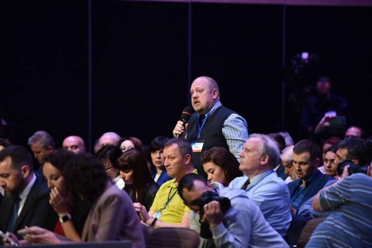 В течение полутора часов представители СМИ задавали Алексею Миллеру острые и актуальные вопросы