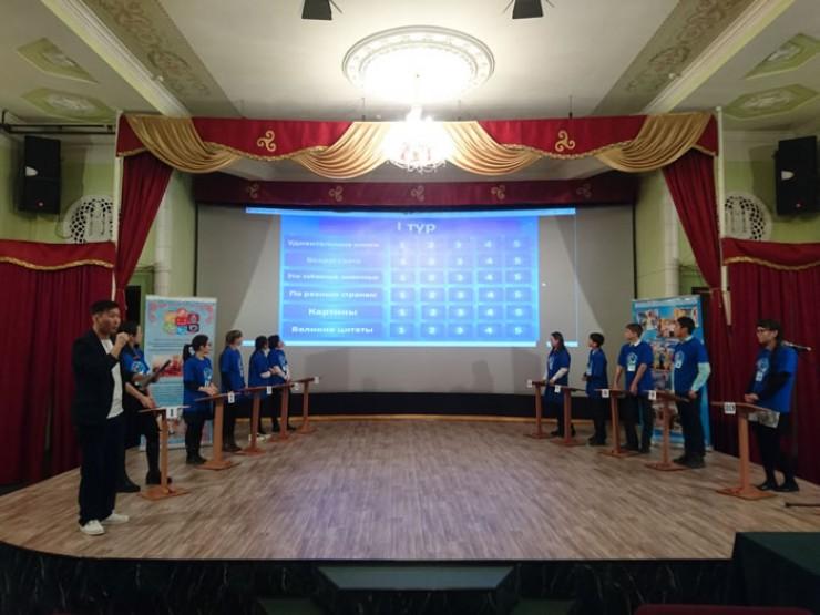 Самым захватывающим оказался финал конкурса. Участники шли ва-банк и теряли баллы как во время игры, так и при дополнительных ответах.