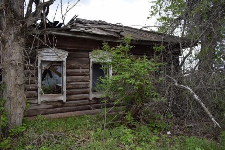 Здесь много неухоженных домов, ещё больше  — брошенных