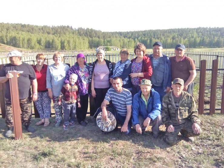 В обустройстве территории и возведении памятника приняли участие все жители деревни