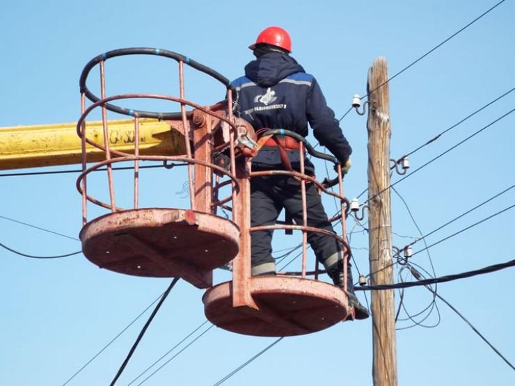 Сейчас бригады «Облкоммунэнерго» ремонтируют сети до последней финансовой возможности. В лучшем случае за год удается отремонтировать 1—2% сетей вместо необходимых 10—15%.
