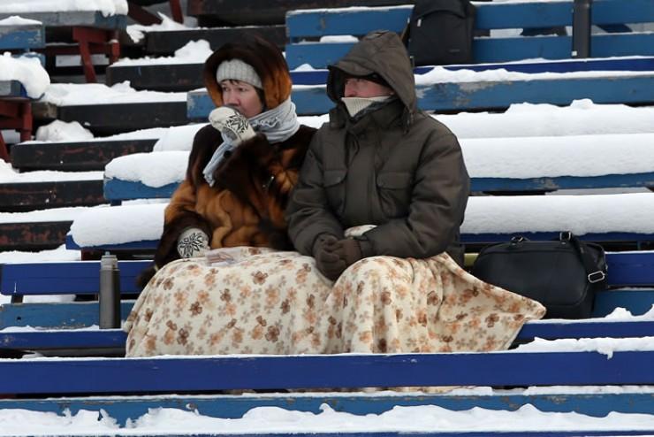 Болельщиков на трибунах иркутского стадиона становится всё меньше