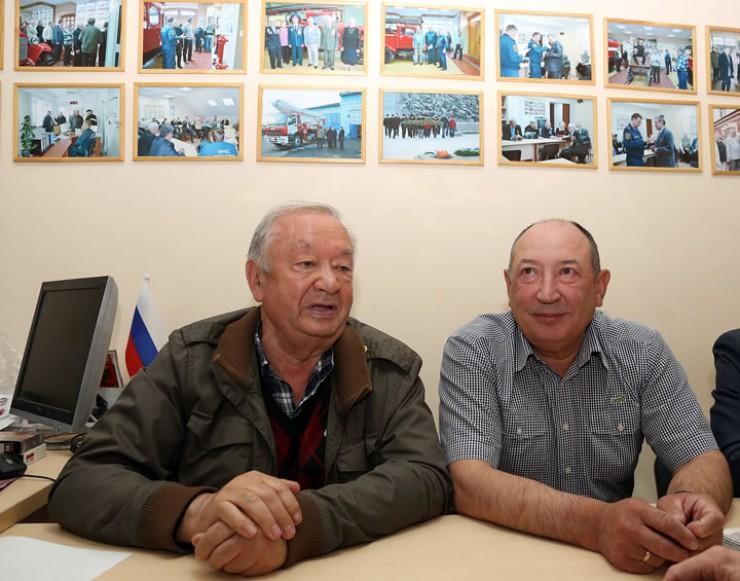 Когда-то руководители, а теперь ветераны областной пожарной службы Валерий Перфильев (слева) и Геннадий Файзрахманов