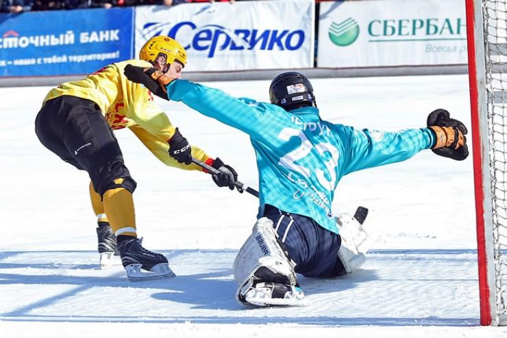 Для голкипера иркутян Максима Негруна два матча  с хабаровчанами (второй на выезде и домашний) стали серьёзным испытанием на прочность