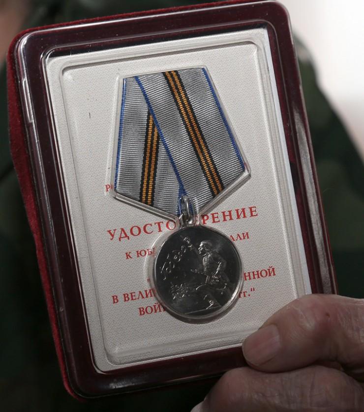 Медаль «75 лет победы в Великой Отечественной войне 1941—45 гг.» Владимиру Васильевичу вручили в торжественной обстановке