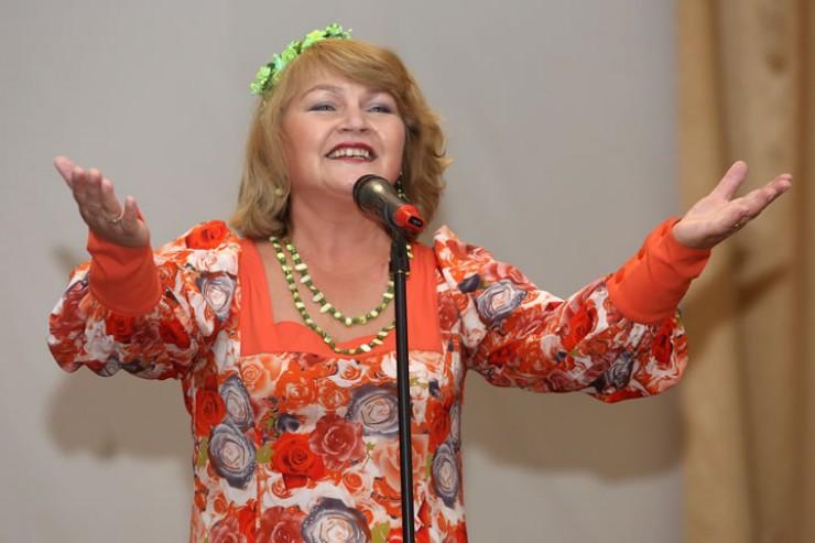 Как всегда, сорвала аплодисменты иркутского зрителя певица Светлана Калачёва