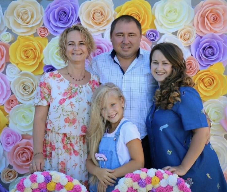Эту фотографию семья Игнатьевых  сделала на фоне своей фотозоны
